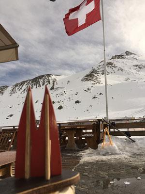 Schweiz, Skischaukel Samnaun/Ischgl. Zollfreier Einkauf möglich, viele schöne Pisten nebenbei auch ;-) In Samnaun ist es etwas ruhiger als auf der anderen Seite der Berge - in Ischgl... (Silke)