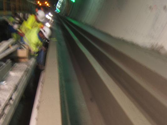 Réalisation d'un Ouvrage pour réseaux (mulitubulaire) en béton extrudé - Travaux de béton extrudé en Tunnel