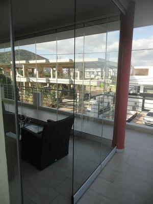 γυάλινη βιτρίνα εσωτερικού χώρου, γυάλινες βιτρίνες εξωτερικού χώρου