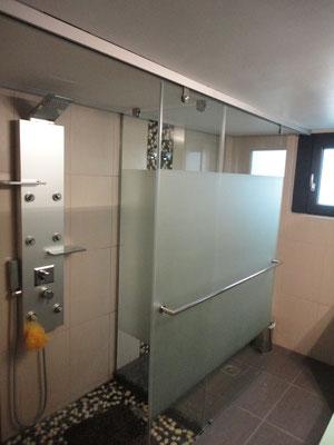 γυάλινη σταθερή κατασκευή για την ντουζιέρα του μπάνιου Ιορδανίδης Αργυρούπολη