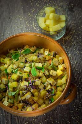 Quinoa-Ananas-Tofu Salat