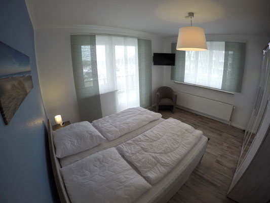 Schlafraum mit Doppelbett