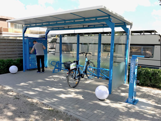 Schließfächer, Fahrradständer & Service-Station