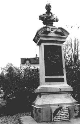 Le monument Braille à son emplacement d'origine