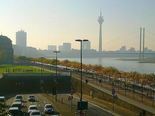 Düsseldorfer Joseph-Beuys-Ufer 2011, fotografiert von FOTOMIE.de