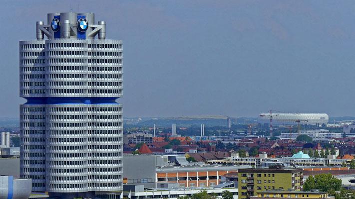 Der BMW 'Vierzylinder' in München (Lumix G6)
