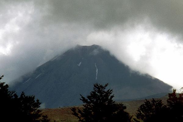 Der Mount Ngauruhoe ist ein aktiver Vulkan auf der Nordinsel von Neuseeland