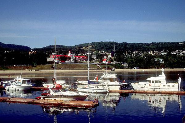 Der Hafen von Tadoussac - im HG das gleichnamige Hotel