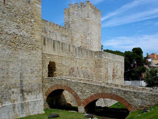 Brücke am Castelo de Sao Gorge