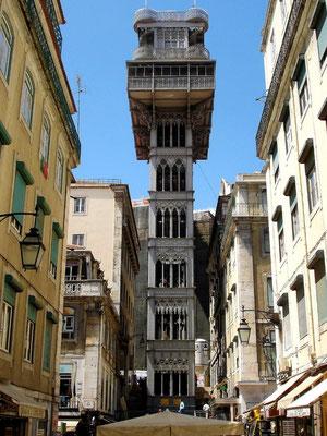 Der Elevador des Santa Justa verbindet die Baixa (Altsadt) mit dem Bairro Alto