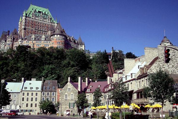 Das Chateau Frontenac über der Alstatdt von Quebec City