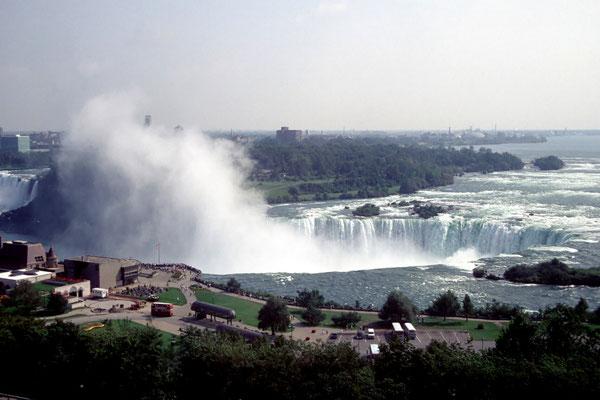 Blick aus dem Sheraton Hotel auf die Niagara Fälle
