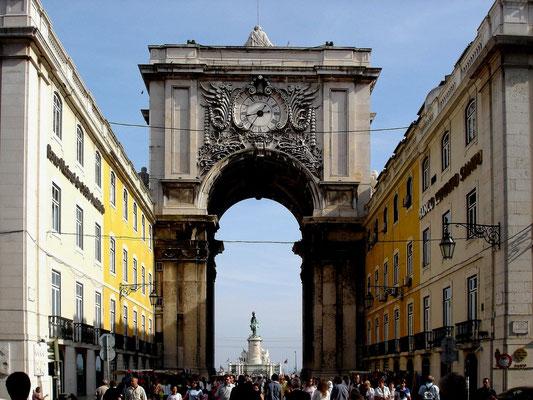 Einkaufsstrasse in der Baixa (Altstadt) von Lissabon