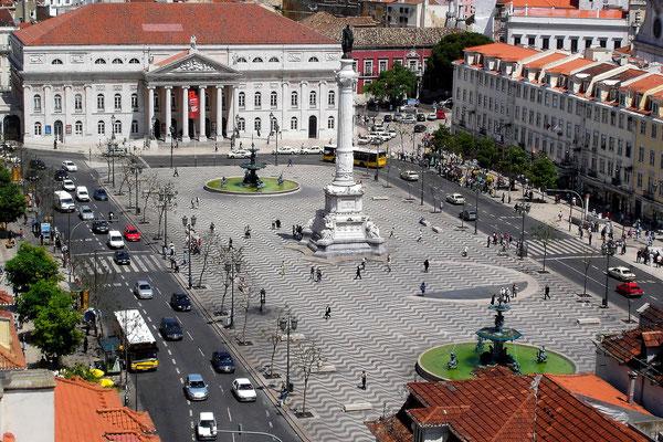 Der Rossio ist ein zentraler Treffpunkt für Einheimische und Besucher der Stadt