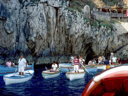 Der Eingang zur Blauen Grotte liegt im Wasser