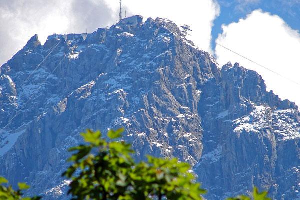 Die Zugspitze mit der Bergstation der Seilbahn