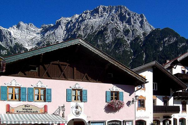 Mittenwald in Oberbayern - Das Karwendelgebirge im Hintergund (Sony W12)