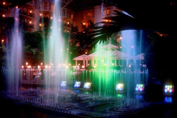 Wasserspiele zur Musik im Foyer des Opryland Hotels