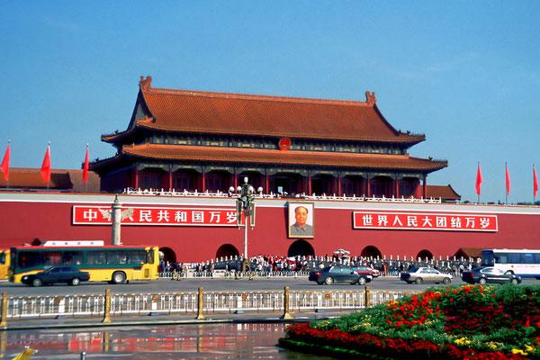 Das Portal der Verbotenen Stadt in Chinas Hauptstadt Peking (Dia-Scan)