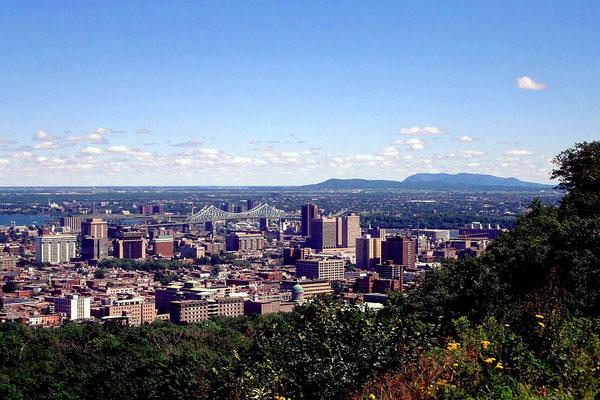 Bllick auf Montreal vom Mont Royal, der der Stadt ihren Namen gegeben hat.