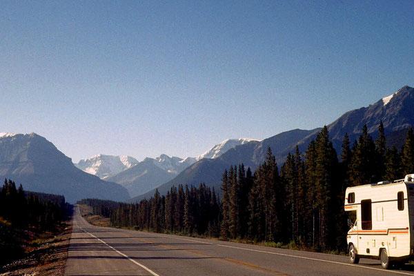Auf dem Icefield's Parkway unterwegs in den kanadischen Rocky Mountains