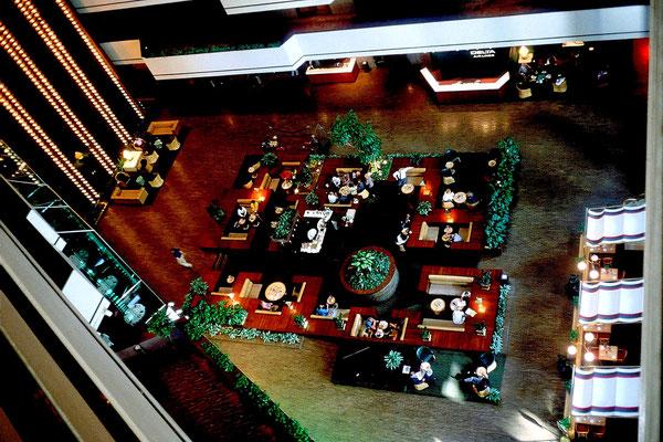 Lobby und Aufzüge im Hyatt Hotel, Houston, Tx. 1987