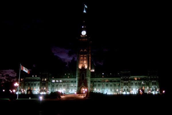 Parliament Hill in Ottawa, der Hauptstadt Kanadas bei Nacht