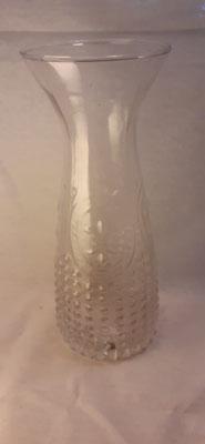 165. Glazen Waterkaraf, 24 cm. hoog  €8,-