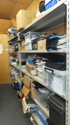 部員のロボット保管用の棚