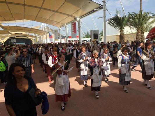 2015 Expo Milano - sfilata sul Decumano