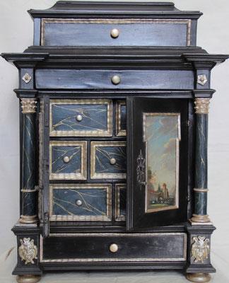 Endzustand Kabinettschränkchen 17.Jh. aus Uhrmachermuseum
