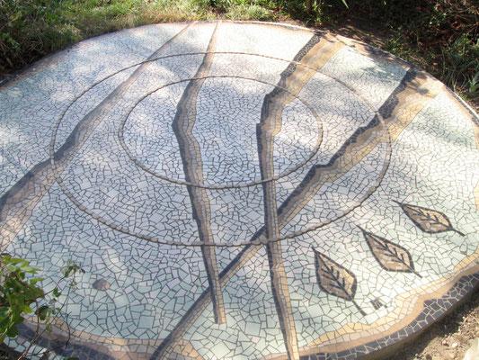 mosaïque au sol, réalisation du décor achevée