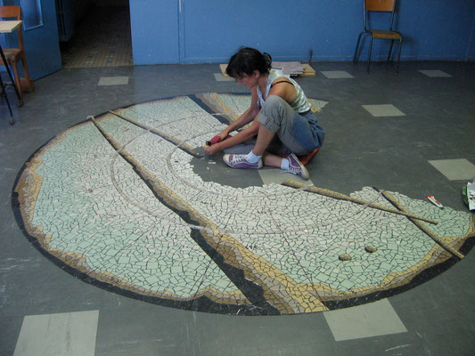 la mosaïque en cours de réalisation, photo au sol