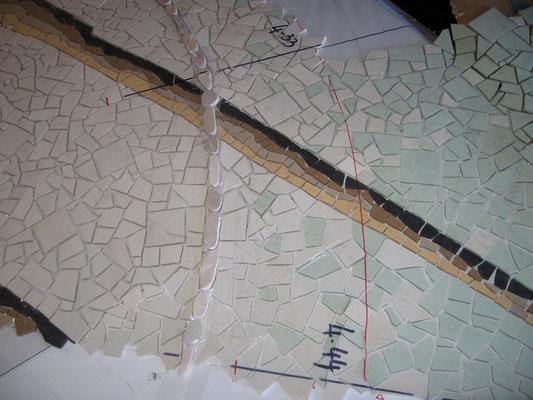 détail de la mosaïque en cours de réalisation
