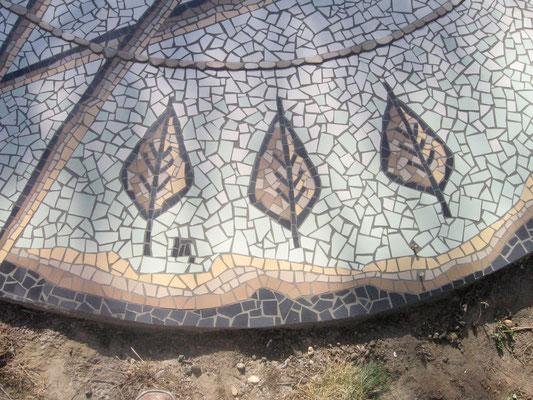 détail du décor en mosaïque 5x5 cm: feuilles