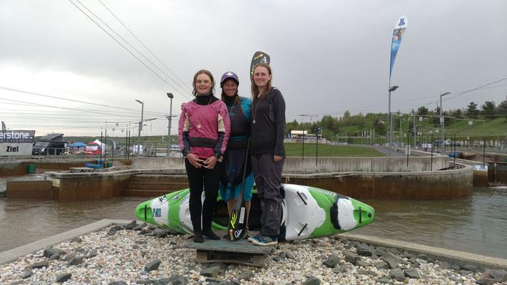 Lucky winners beim Boater X, Glückwunsch an Luisa Heinen und Nele Barwich zu Platz 2 und 3! Foto: Malte Schröder