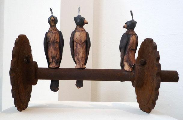 Falkentrio  (Keramik, Eisen, 2010)