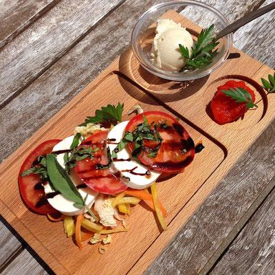 Duo tomates et mozzarella, basilic et sorbet au thym