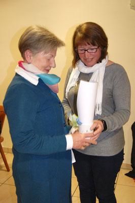 Frau Johanna Braulig wird für 25 Jahre Vereinszugehörigkeit geehrt