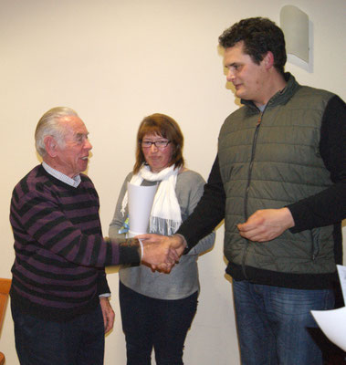 Herr Albert Rupprecht wird für 25 Jahre Vereinszugehörigkeit geehrt
