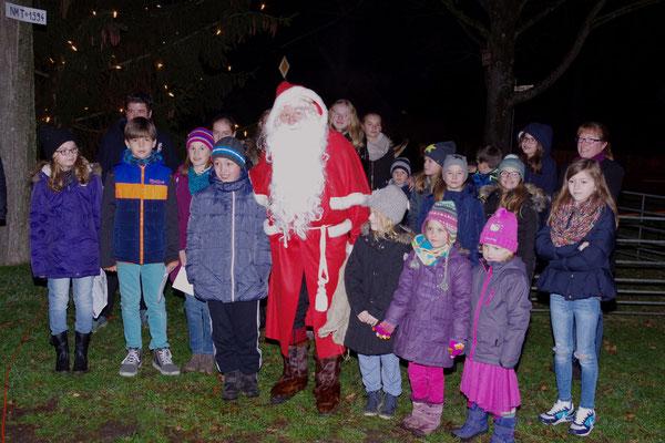 Der Nikolaus überrascht die Naturkinder