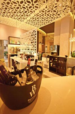 barras de bar  BARRA DE SILESTONE, PANEL COMPOSITE Y METACRILATO