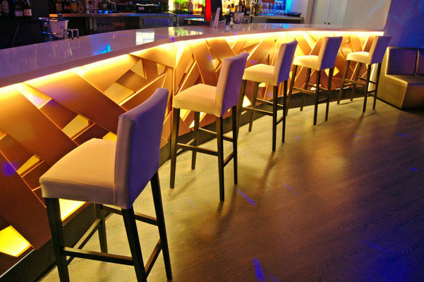 barras de bar  BARRA DE SILESTONE, MADERA Y METACRILATO