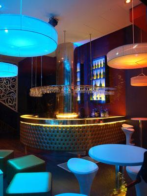 barras de bar  BARRA DE CAPITONE, ESTRUCTURA DE ACERO INOX. Y VIDRIO