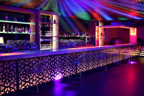 barras de bar  BARRA DE SILESTONE, VIDRIO Y PANEL COMPOSITE