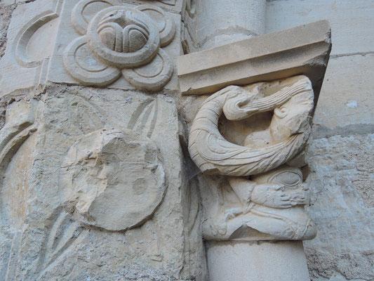 Chapiteau de la salle capitulaire de l'ancien prieuré de Catus (Lot)