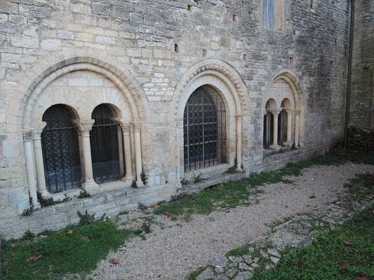 Façade de la salle capitulaire de l'ancien prieuré de Catus (Lot)