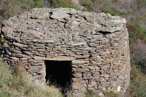 Capitelle en pierres sèches pas loin de Cadaques (Catalogne)
