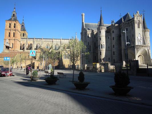 Astorga: cathedral and bishop's palace (Gaudi)