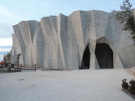 grotte Chauvet, Pont d'Arc, réplique qui montre un condensé de la grotte avec les peintures, visite guidée de 50 min.